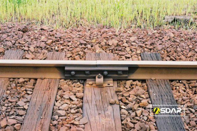 kerikil pada rel kereta api
